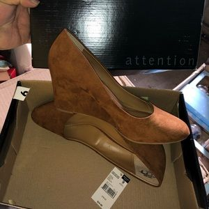 Attention wedge pump, sz 9 NEW